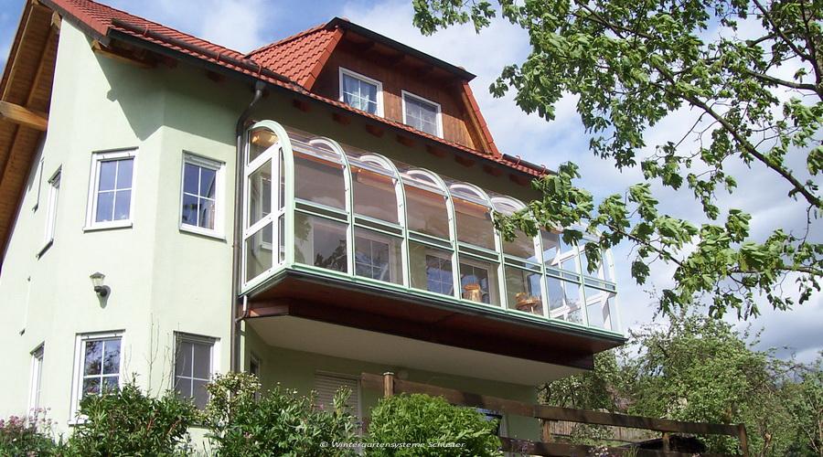 Schuster`s halbrunder Wintergarten Balkonaufbau